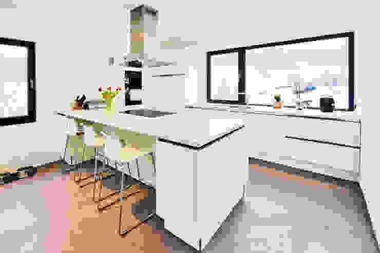 Haus Z – Einfamilienwohnhaus in Seeheim Moderne Küchen von Helwig Haus und Raum Planungs GmbH Modern