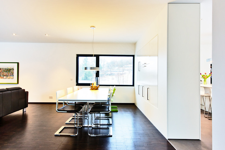 Z House, Single Family home in Seeheim, Germany Helwig Haus und Raum Planungs GmbH Modern dining room
