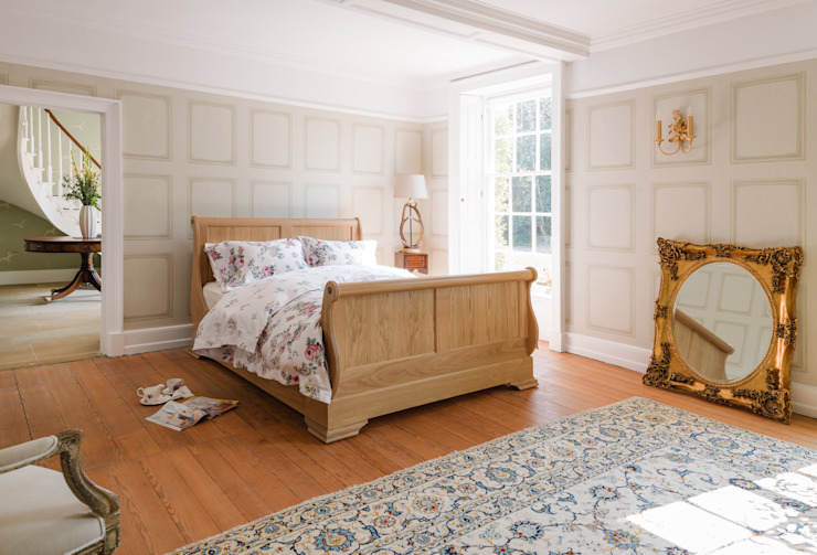 Sleigh Bed Low Country style bedroom by THE STORAGE BED Country