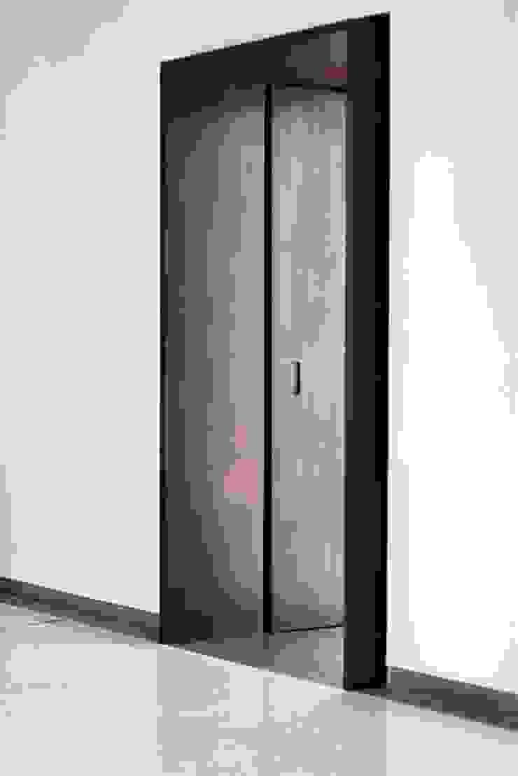 Moderne Fenster & Türen von Elia Falaschi Photographer Modern
