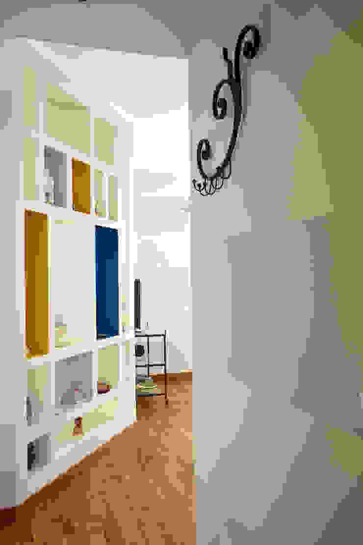 Pasillos, vestíbulos y escaleras de estilo ecléctico de Alessandro Multari Ingegnere - I AM puro ingegno italiano Ecléctico