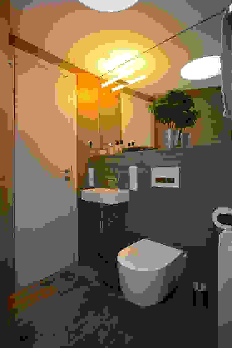WC tredup Design.Interiors Modern Bathroom