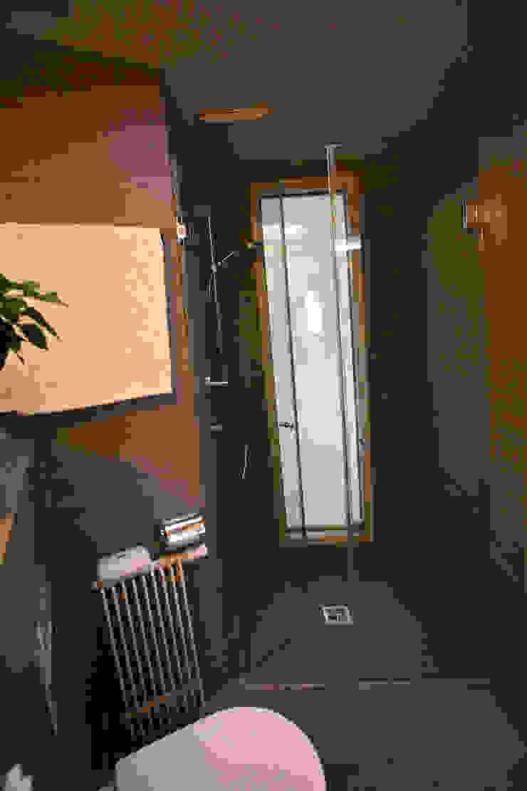 Shower tredup Design.Interiors Modern Bathroom
