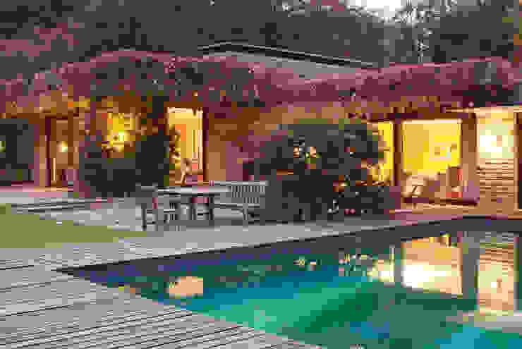 Bungalow mit Pool Moderne Häuser von architektur-photos.de Modern