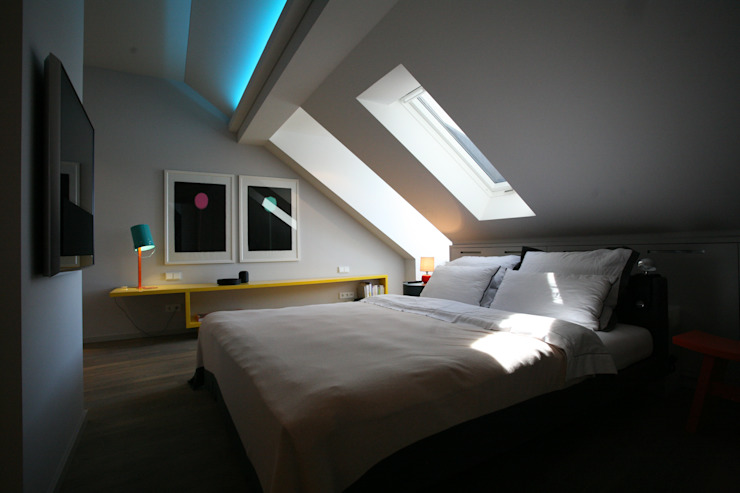 Bed Modern style bedroom by tredup Design.Interiors Modern