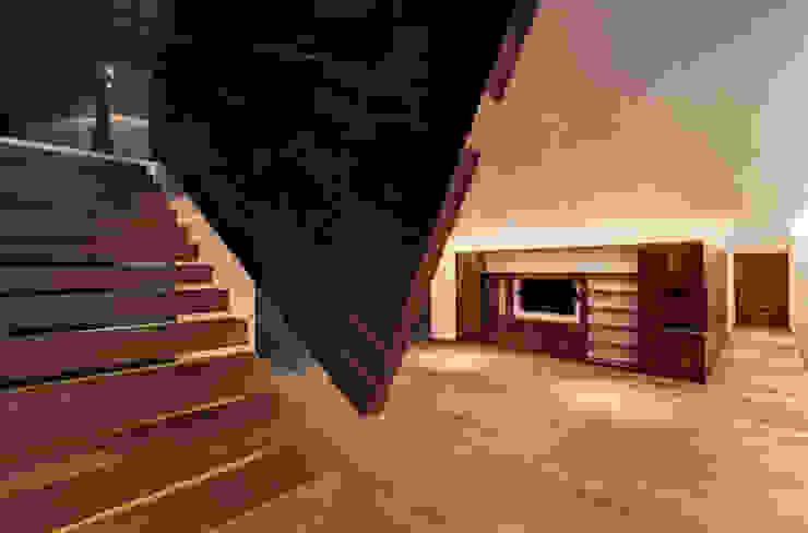 Rancho San Francisco Couloir, entrée, escaliers modernes par Lopez Duplan Arquitectos Moderne