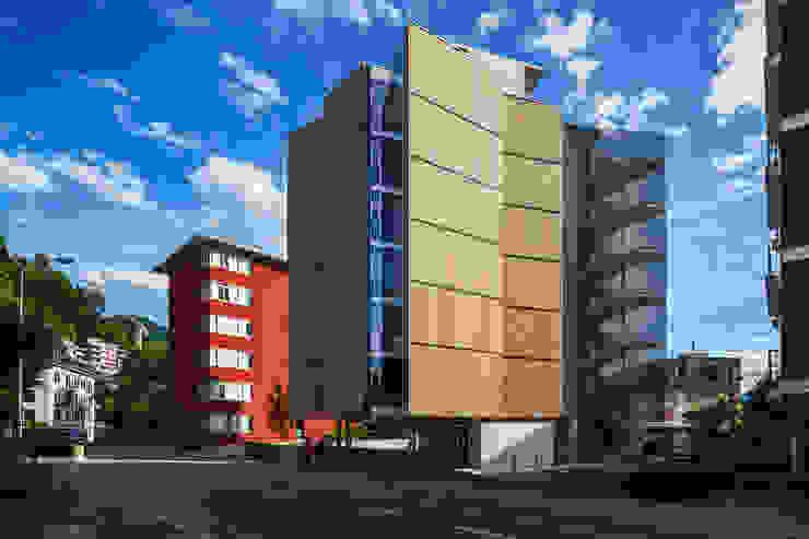 EDIFÍCIO DE APARTAMENTOS EM LUGANO:   por spbr arquitetos
