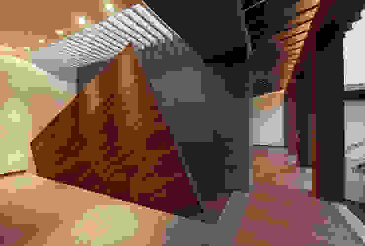 Rancho San Francisco Pasillos, vestíbulos y escaleras de estilo moderno de Lopez Duplan Arquitectos Moderno