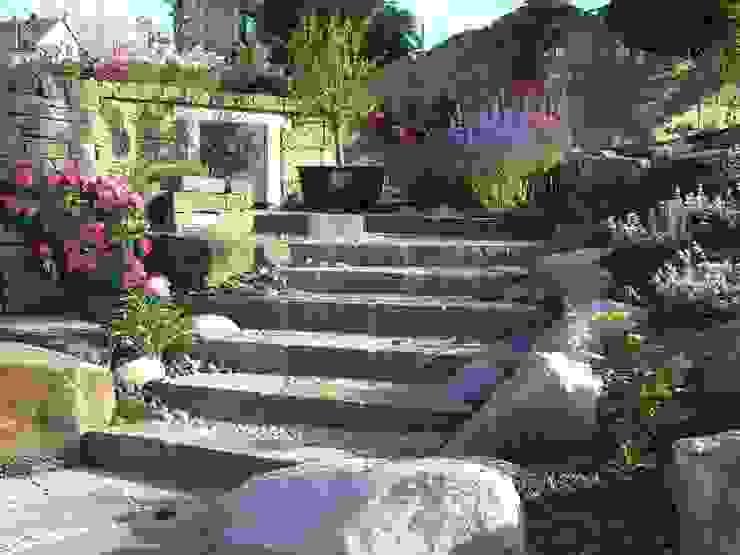 Treppe in den hinteren Garten:  Garten von Gärten für Auge und Seele,Mediterran