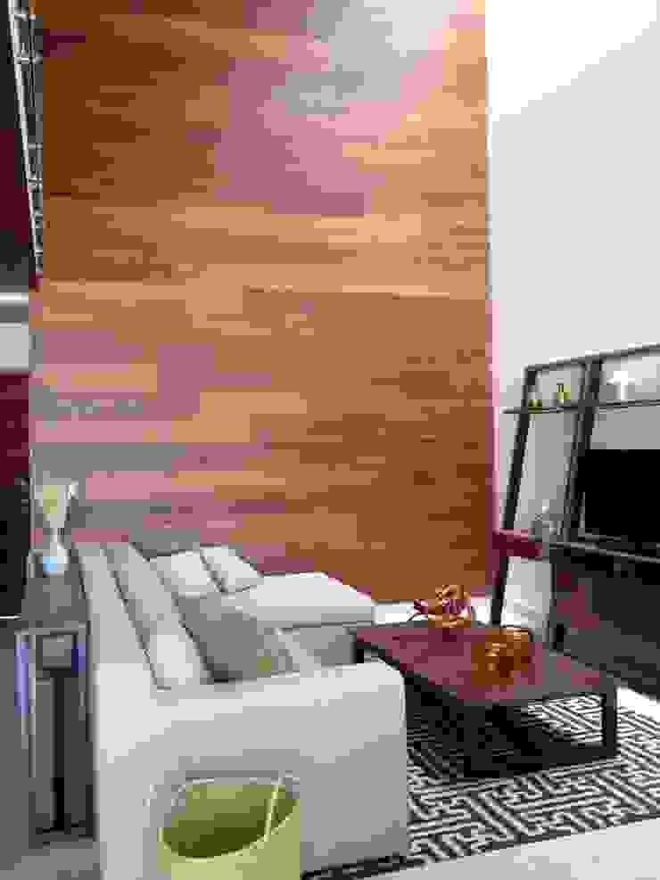 Casa PF 24:  de estilo tropical por PHia, Tropical