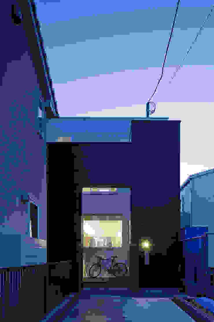 北側外観 モダンな 家 の 津野建築設計室/troom モダン