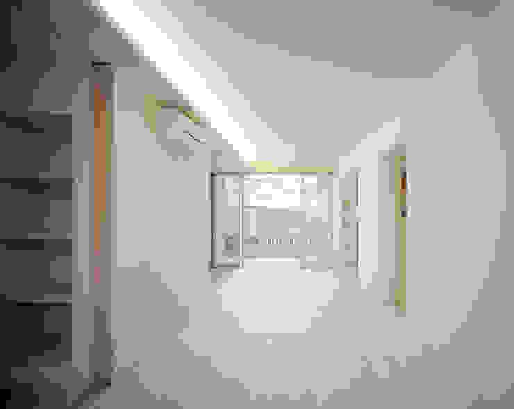 一階リビングダイニング モダンデザインの リビング の 津野建築設計室/troom モダン