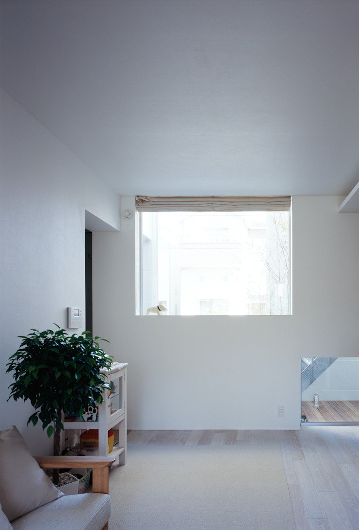 一階北側窓 モダンな 窓&ドア の 津野建築設計室/troom モダン