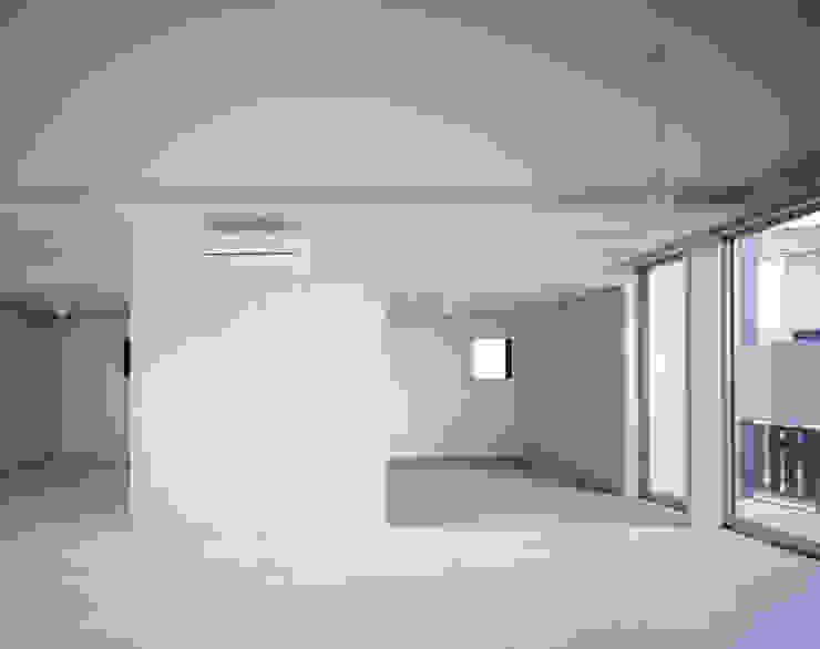 一階個室 モダンスタイルの寝室 の 津野建築設計室/troom モダン