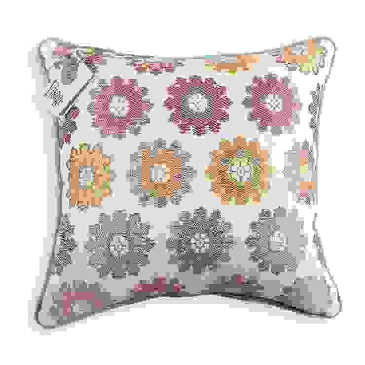 Visage Home Style – Cushion designed by Visage Home Style _ Desenli özel tasarım yastık. For more information -daha fazla bilgi için  (info@visage.com.tr): modern tarz , Modern