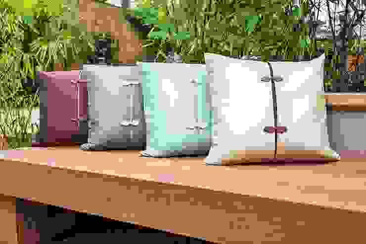 Asiatique Handmade Silk Cushions: asian  by Le Cocon, Asian