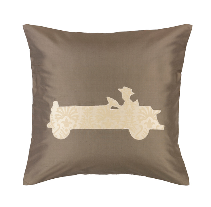 Vintage Old Timer Handmade Silk Cushion par Le Cocon Classique