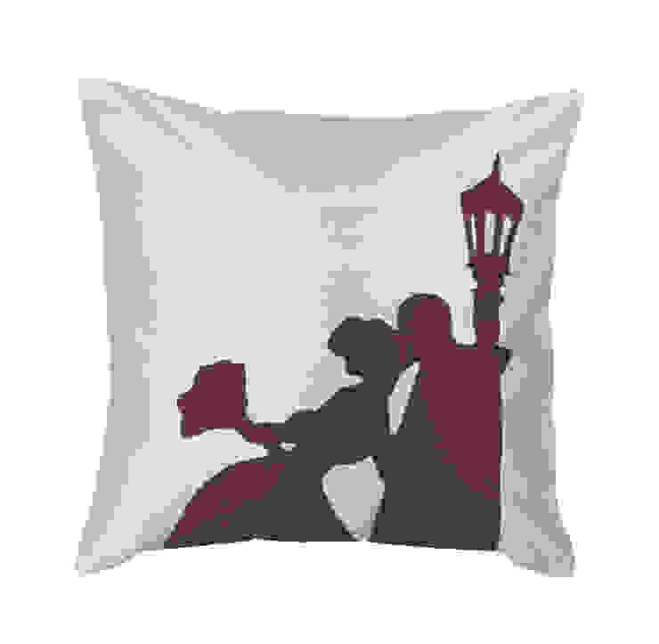 Wedding Day Handmade Silk Cushion: classic  by Le Cocon, Classic