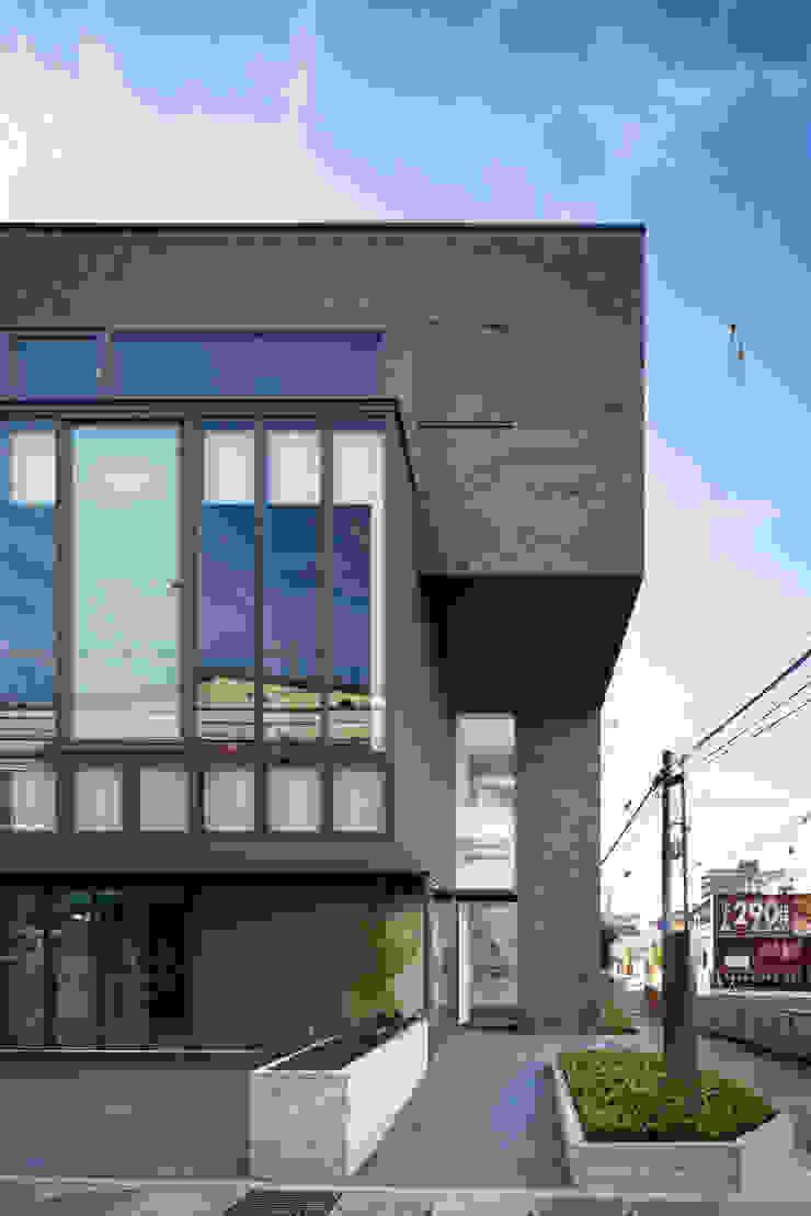 Y's bld モダンな 窓&ドア の 設計組織DNA モダン