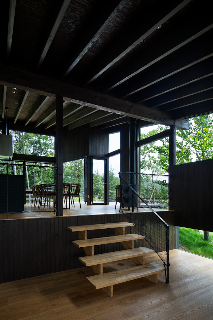 Pasillos, vestíbulos y escaleras de estilo moderno de 設計組織DNA Moderno