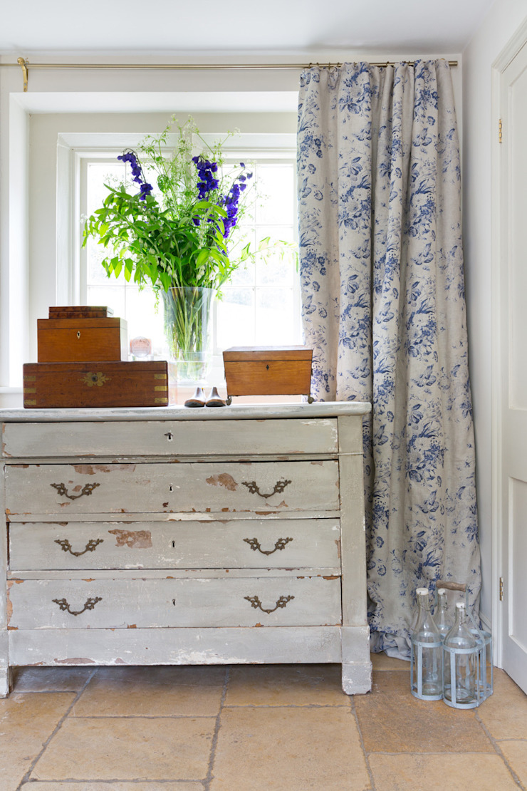 CONSTANCE BLUE: rustic  by Cabbages & Roses, Rustic