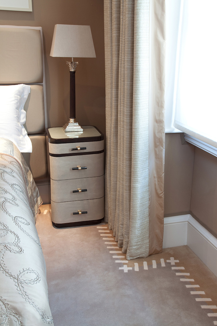 Eaton Square Classic style bedroom by Loomah Classic