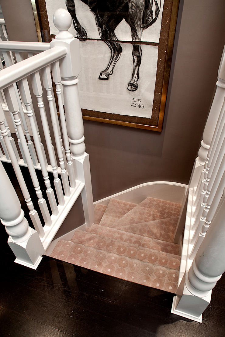Eaton Square Classic style corridor, hallway and stairs by Loomah Classic