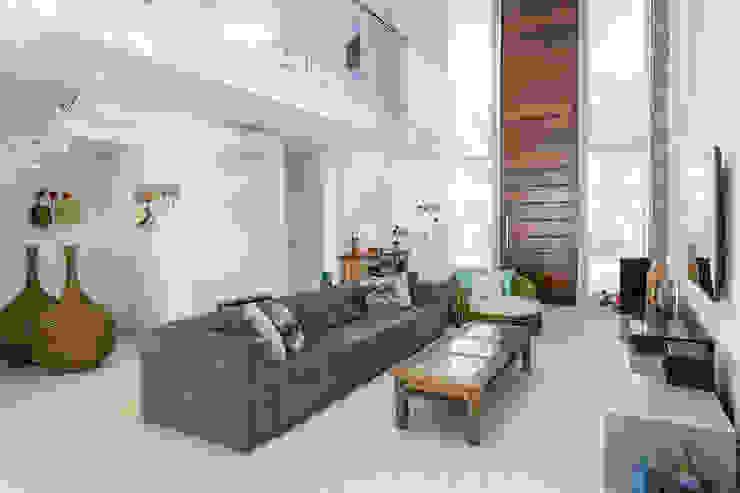 Salas modernas de Arquitetura Pini Moderno