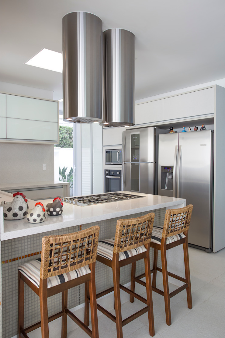 Condomínio Hanga Roa I Cozinhas modernas por Arquitetura Pini Moderno