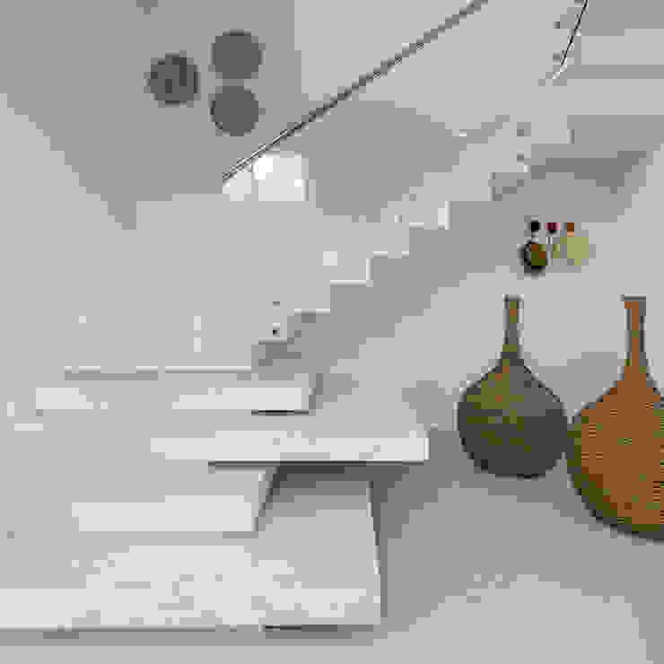 Condomínio Hanga Roa I Corredores, halls e escadas modernos por Arquitetura Pini Moderno