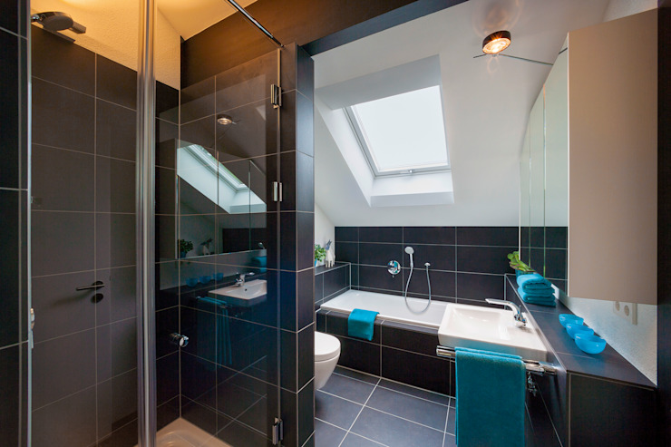 Modern bathroom by HUF HAUS GmbH u. Co. KG Modern