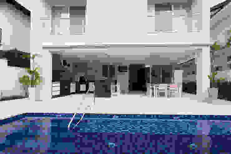 Condomínio Hanga Roa I Piscinas modernas por Arquitetura Pini Moderno