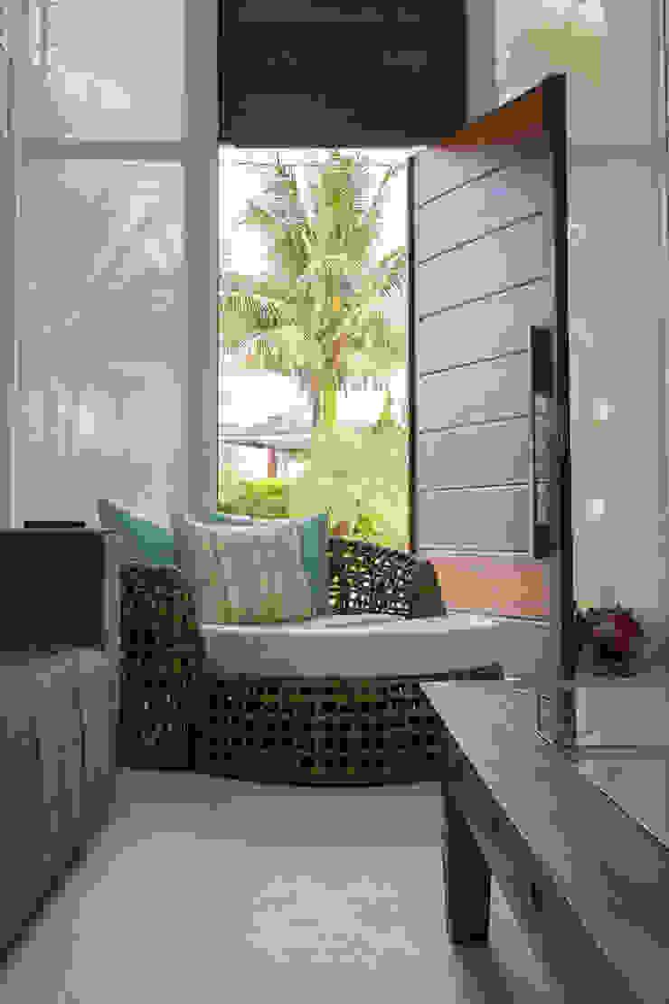 Condomínio Hanga Roa I Portas e janelas modernas por Arquitetura Pini Moderno