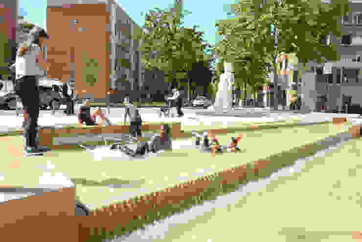 La fontaine fait la joie des petits et grands les jours de beau temps Lieux d'événements originaux par atelier VILLES & PAYSAGES Éclectique