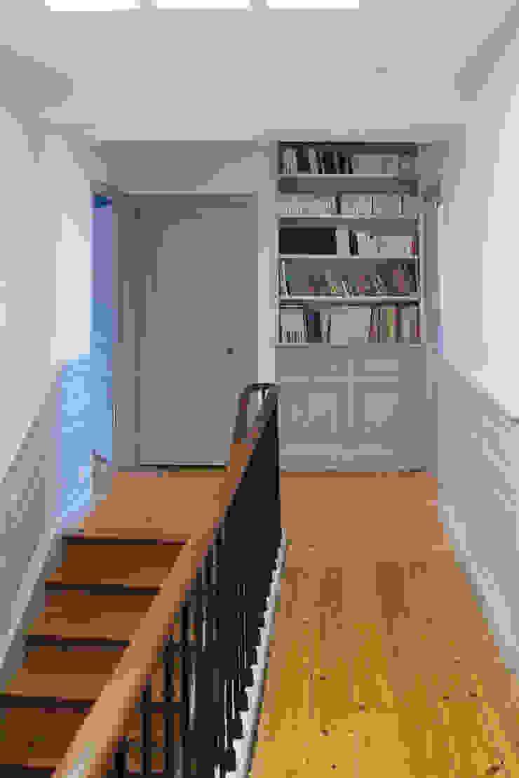 maison à Limoges Couloir, entrée, escaliers classiques par Jean-Paul Magy architecte d'intérieur Classique