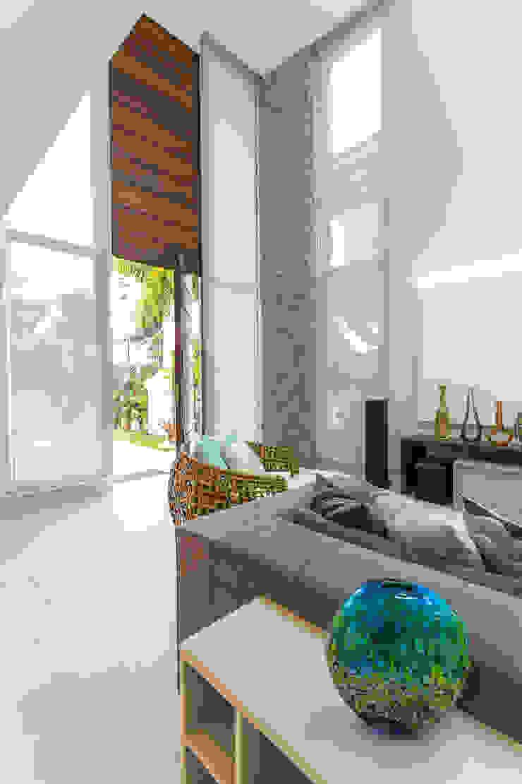 Condomínio Hanga Roa I Salas de estar modernas por Arquitetura Pini Moderno