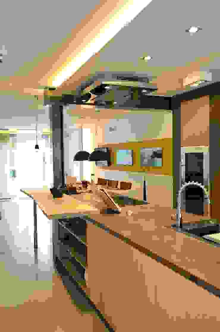 Umbau Wohnhaus Moderne Häuser von HONEYandSPICE innenarchitektur + design Modern