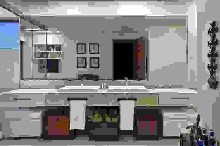 House by Eduarda Corrêa Arquitetura & Interiores