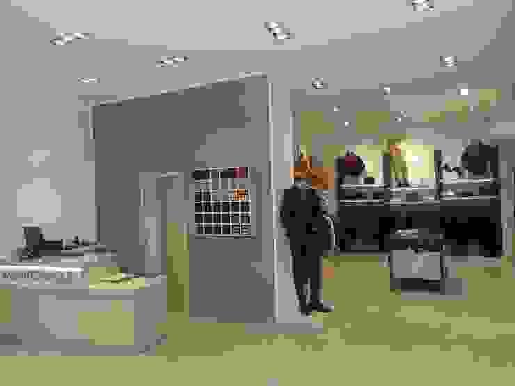 MONTEZEMOLO Negozi & Locali commerciali moderni di bocini&bocini Moderno