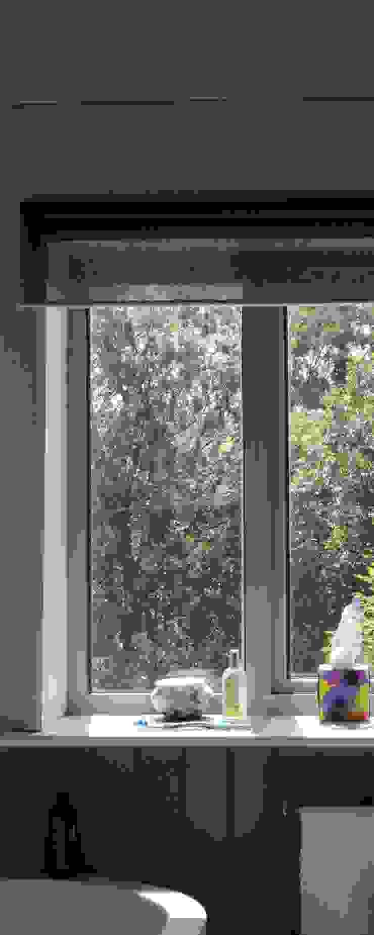 Low Energy Designed House: scandinavian  by Phi  Architects, Scandinavian