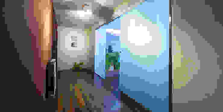 Modern Bathroom by Estudio TYL Modern