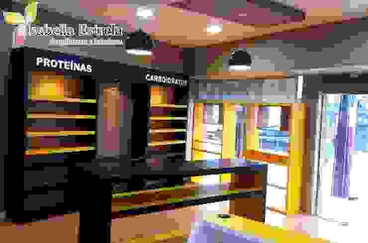 Loja de suplementos Corpo Brasil Espaços comerciais modernos por Isabella Estrela Moderno