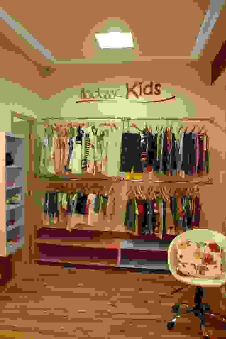Boutique Hadassa Princess Espaços comerciais modernos por Isabella Estrela Moderno