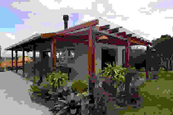 Garagens e arrecadações rústicos por Graça Brenner Arquitetura e Interiores Rústico