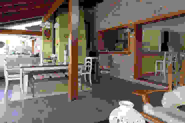 Case in stile rustico di Graça Brenner Arquitetura e Interiores Rustico