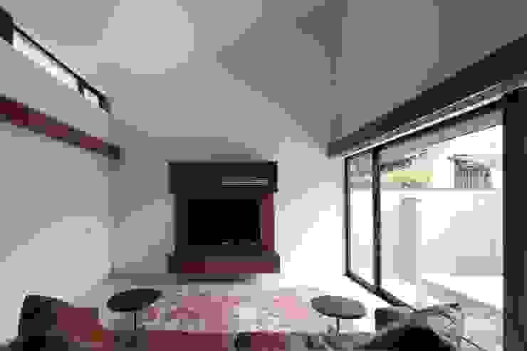 Salas de estilo moderno de 設計組織DNA Moderno