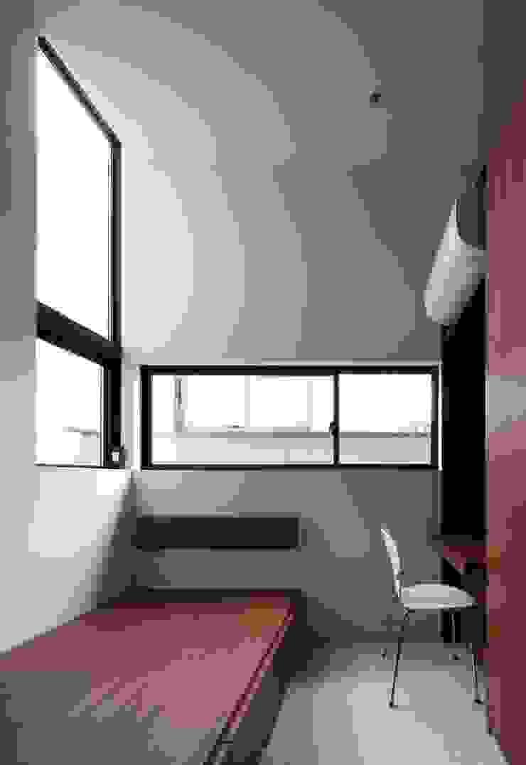 Oficinas de estilo moderno de 設計組織DNA Moderno