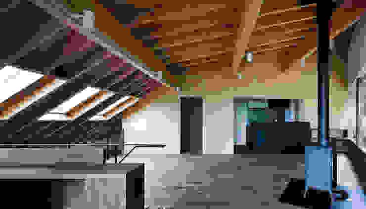 Salon moderne par 設計組織DNA Moderne