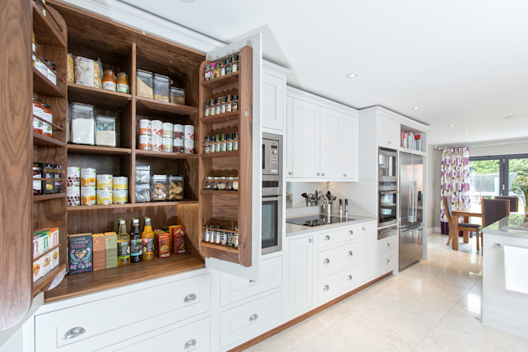 Cornforth White Shaker Kitchen homify Kitchen