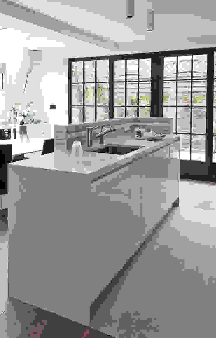 Elemental Modern kitchen by Mowlem&Co Modern